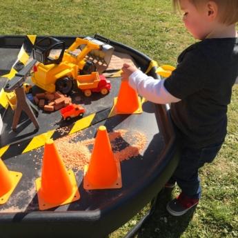construction tuff tray child